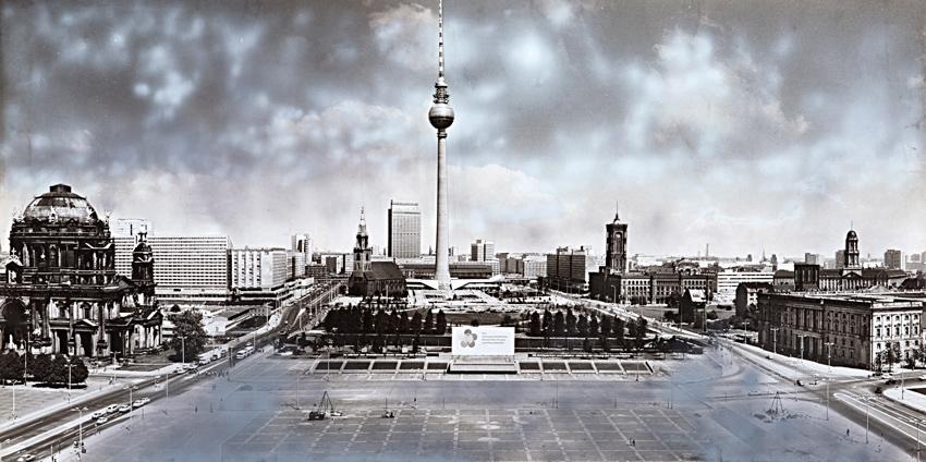 Dieter Urbach: Marx-Engels-Platz, Dom, Fernsehturm, 1972, Foto: Markus Hawlik